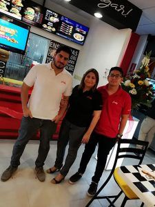 Nichas Burger Lanza Nuevo Local Acompañado con Ferby
